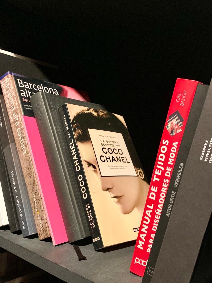 Whynotshopper-biblioteca-modus-madrid-moda-española-coco-chanel