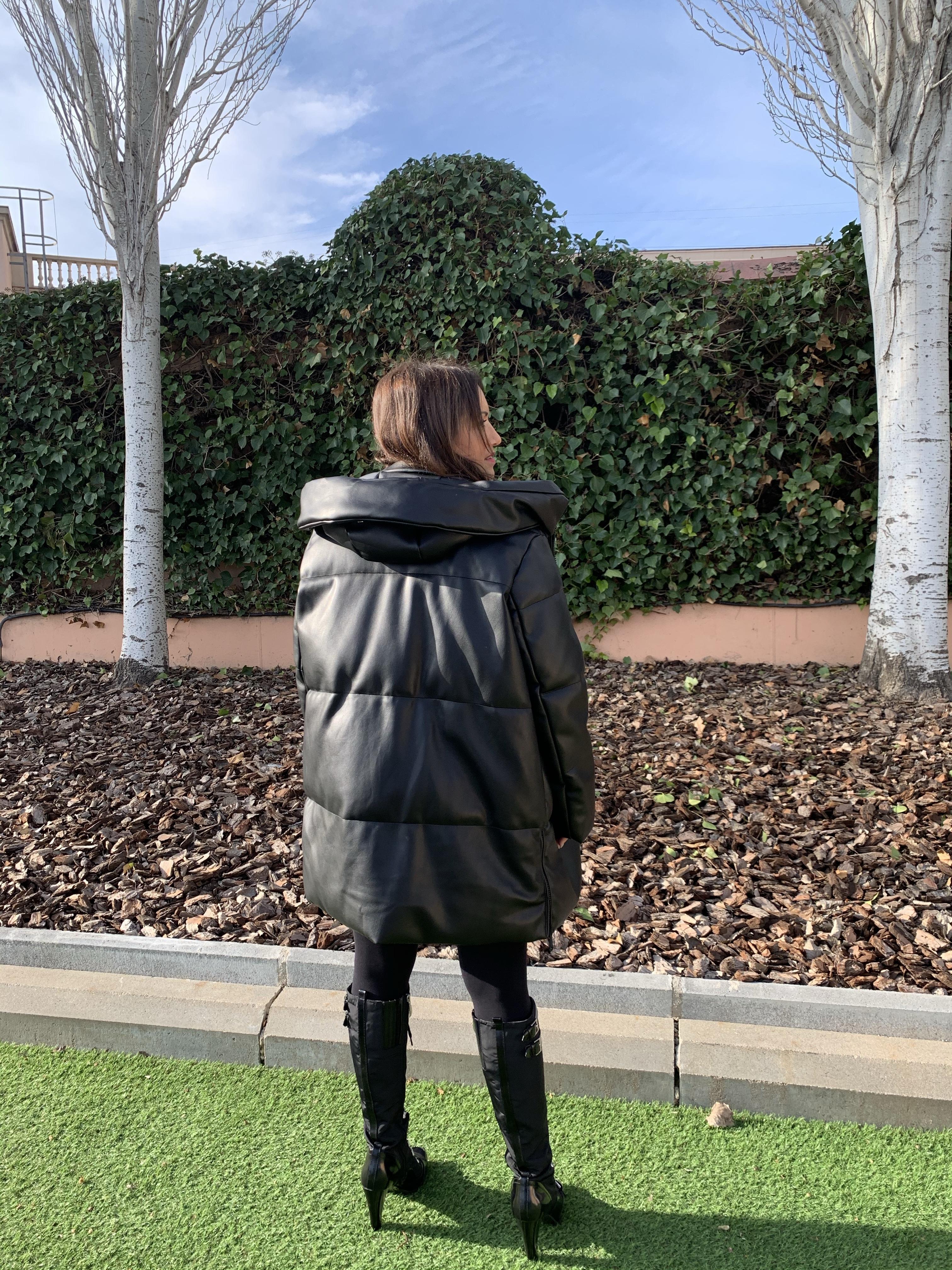 Whynot-shopper-tendencia-efecto-piel-vegana-otoño-invierno-primavera-verano-2020-street-style-must-have-blogger-Fashion-experta-moda-abrigo-oversize