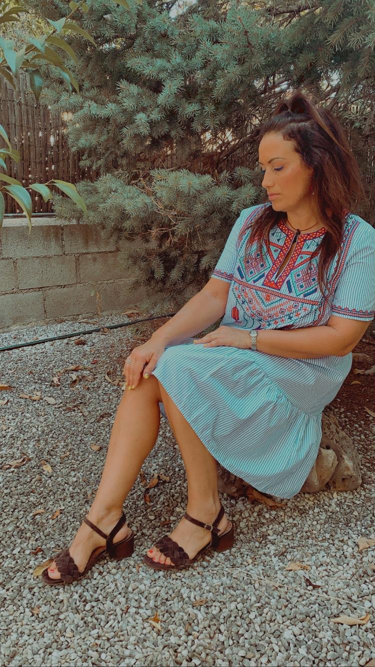 Whynot-shopper-tendencia-estilo-etnico-espiritu-bohemio-mezcla-culturas-tunica-abalorios-estilo-moda-style-print-blogger-sfera-sandalias-pedro-miralles-elcorteingles