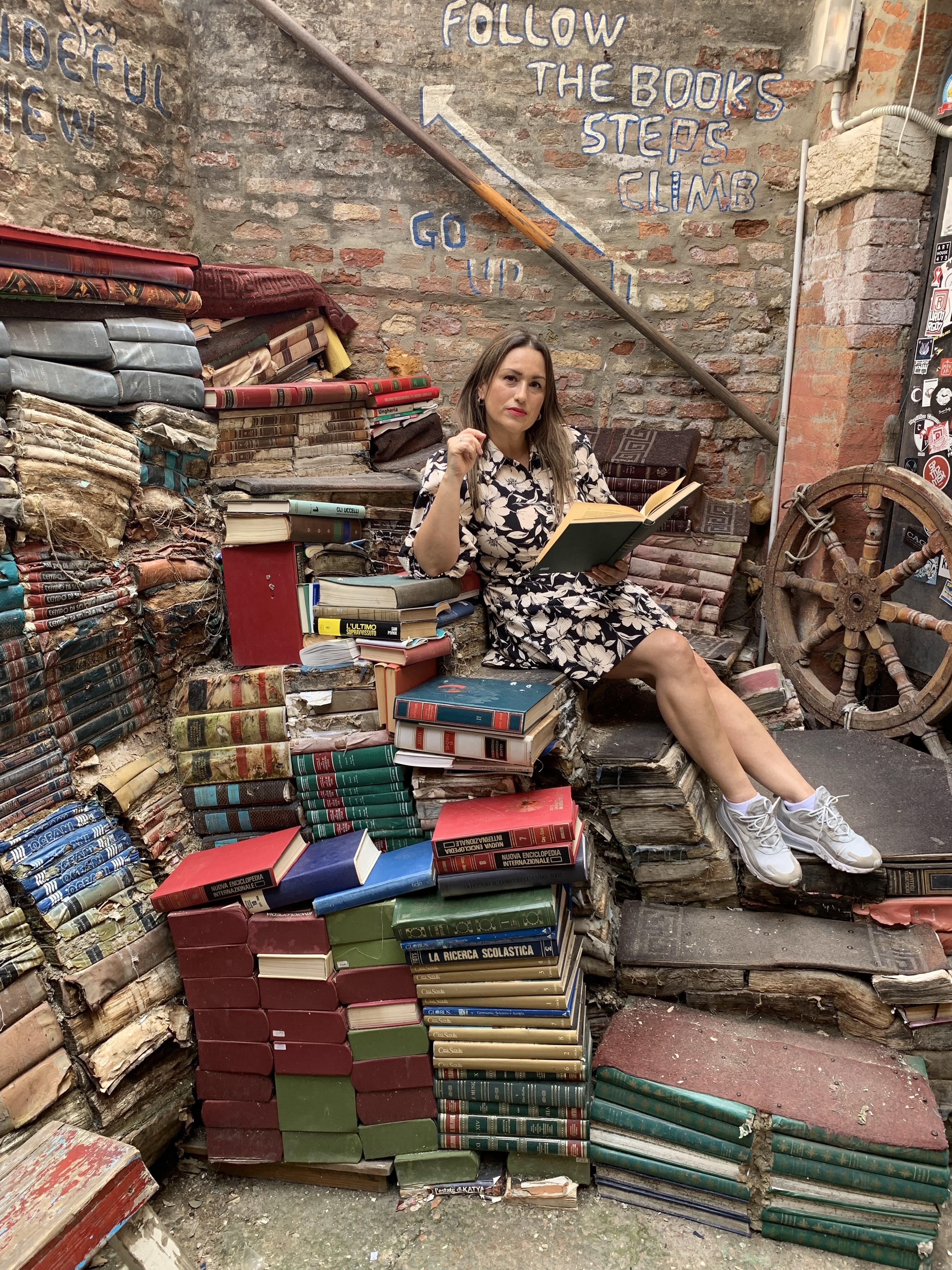 Libreria-acqua-alta-whynot-shopper-venecia-libros-segunda-mano-lifestyle-luigi-frizzo-blogger-influencer