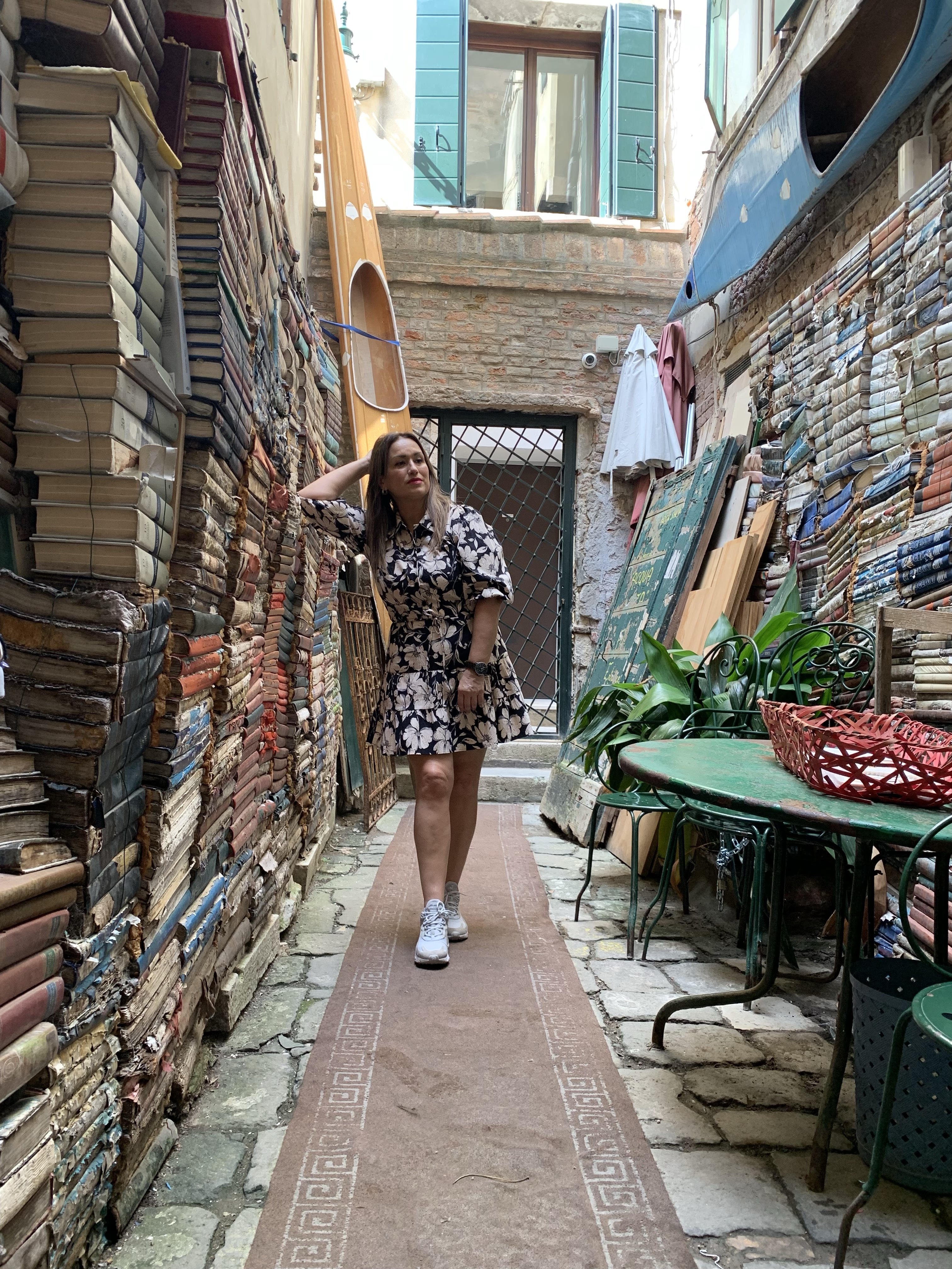 Libreria-acqua-alta-whynot-shopper-venecia-libros-segunda-mano-lifestyle-luigi-frizzo-blogger-fashion-influencer
